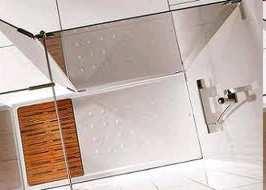 Acceso caminando al area de ducha es seguro y cómodo