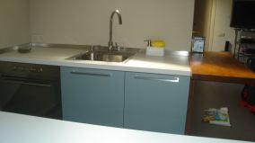 Fregadero rectangular inox, grifo giratorio extraible + expendedor de detergente