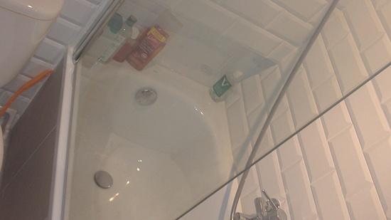 Baño pequeño con bañera